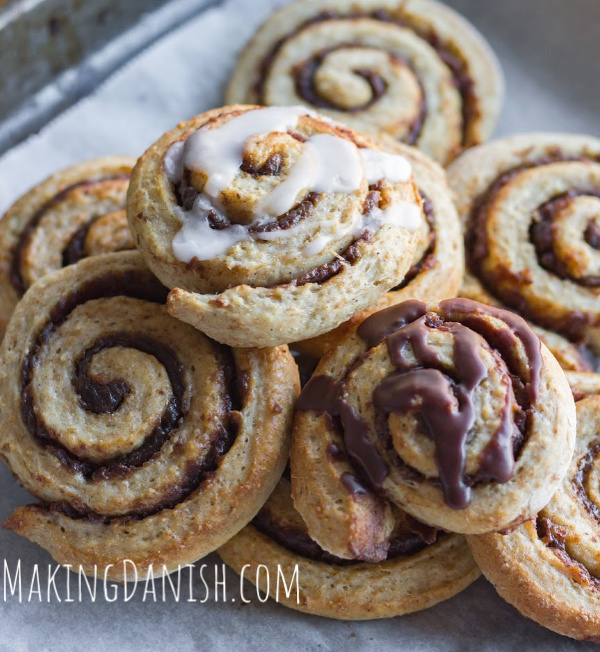 Date cinnamon rolls with glace